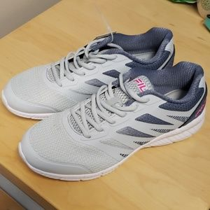 🌟 NWT Women's Fila athletic shoes size 9
